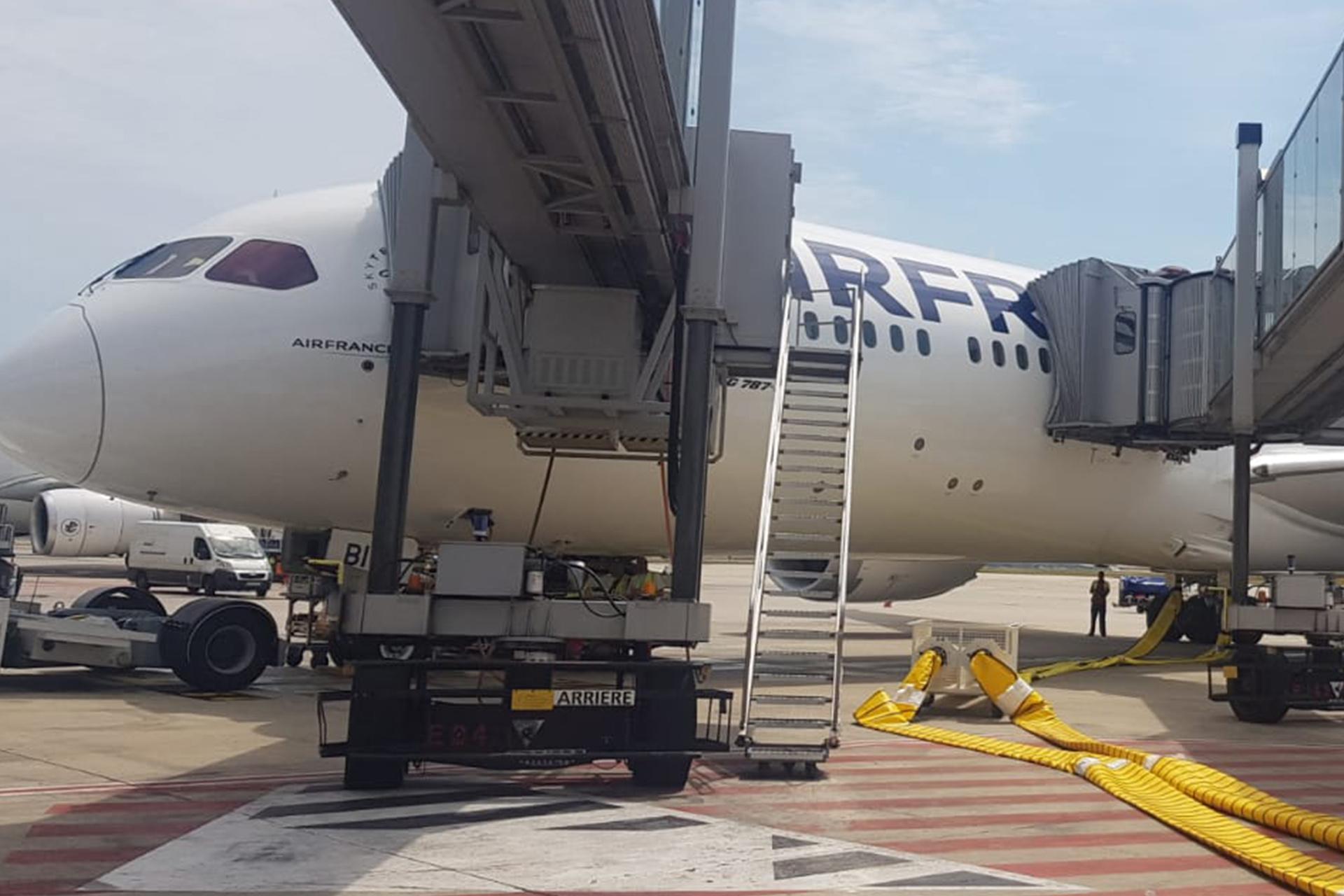 Embarquement des passagers dans l'avion