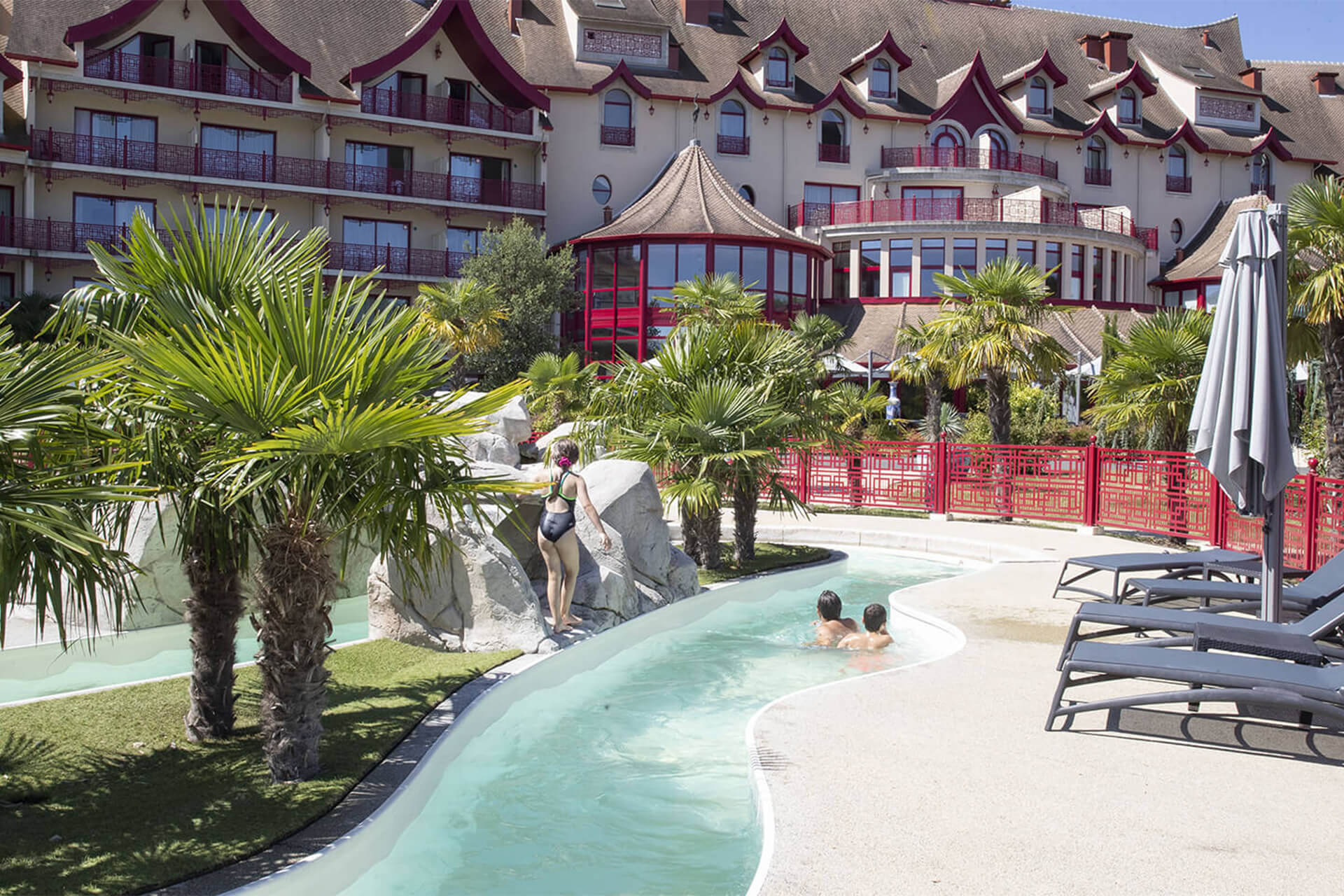 Séjournez aux hôtels de Beauval et profitez de nos piscines
